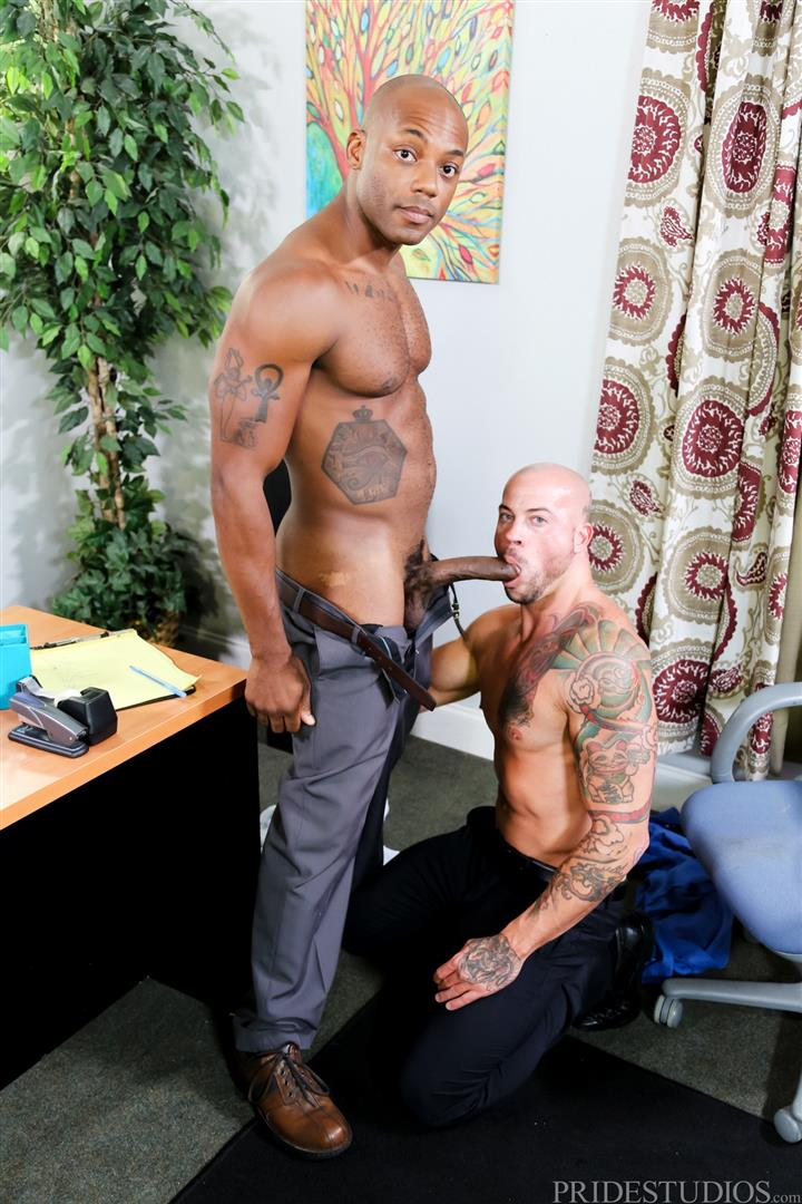Sean-Duran-and-Osiris-Blade-Extra-Big-Dicks-Black-Cock-Interracial-Amateur-Gay-Porn-08 White Muscle Hunk Takes A Big Black Cock Up The Ass During A Job Interview